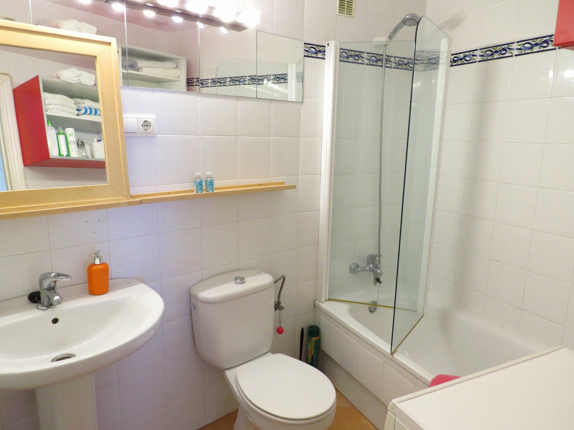 1 bedroom with pool parking and near fuengirola beach for Bathrooms fuengirola