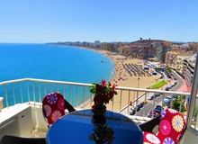 Beachfront 2 bed, 10th floor apartment with fantastic views of the Coastline