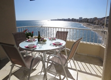 2 Bed Beachfront Apartment 8th floor with spectacular views up and down the coastline!