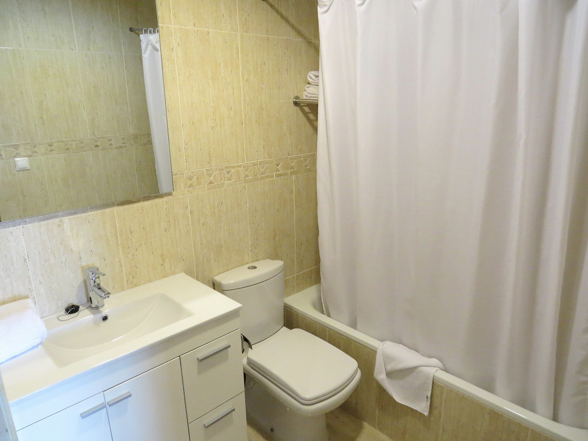 Vegasol beach 3 bedroom new modern seafront holiday - Sofas en fuengirola ...